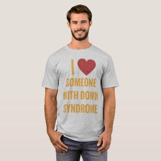 J'aime quelqu'un avec le T-shirt de syndrome de
