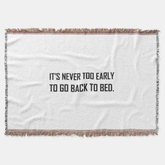 Jamais à tôt de nouveau au lit couvertures