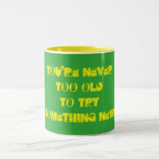 Jamais trop vieux tasse 2 couleurs