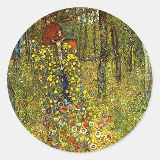 Jardin de ferme avec le crucifix par Gustav Klimt Sticker Rond
