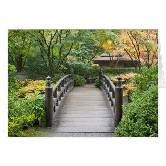 Jardin japonais dans la carte d'automne