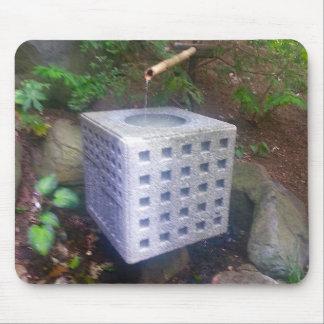 Jardins japonais de cube en fontaine et en bambou tapis de souris