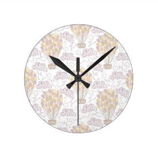 Jaune chaud vintage et gris de ballon à air horloge ronde