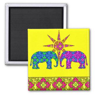 Jaune coloré lumineux lunatique d'éléphants de magnet carré