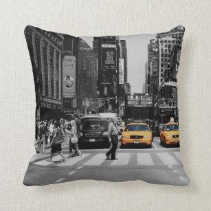 coussins jaune et noir personnalis s. Black Bedroom Furniture Sets. Home Design Ideas