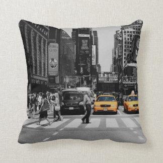 jaune noir et blanc de taxi de coussin de New York