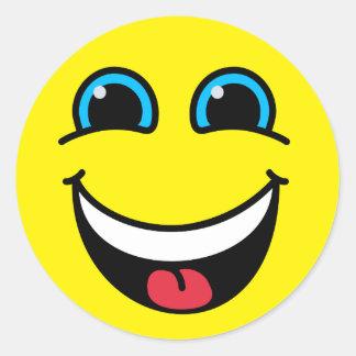 Jaune souriant riant de visage sticker rond