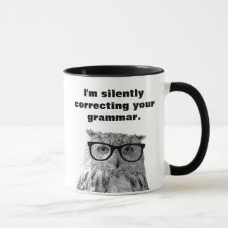 Je corrige silencieusement votre tasse de hibou de