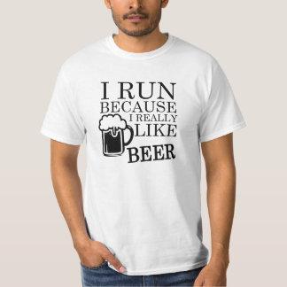 Je cours parce que j'aime vraiment la chemise t-shirt