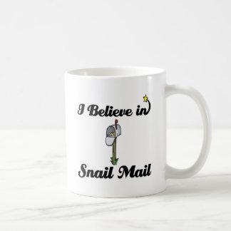 je crois au snail mail mug