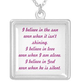 Je crois au soleil… même lorsqu'il n'est pas brill pendentif carré