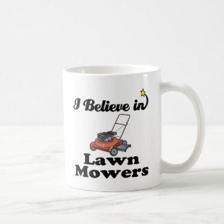 je crois aux moteurs de pelouse mug