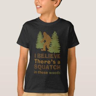Je crois qu'il y a des SQUATCH en ces bois T-shirt