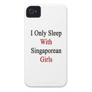 Je dors seulement avec les filles singapouriennes coques iPhone 4 Case-Mate