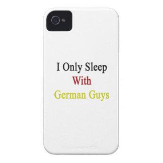 Je dors seulement avec les types allemands étuis iPhone 4