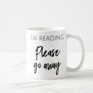 Je lis - veuillez aller la tasse de café partie
