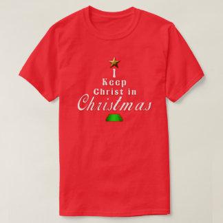 Je maintiens le Christ dans le T-shirt rouge de