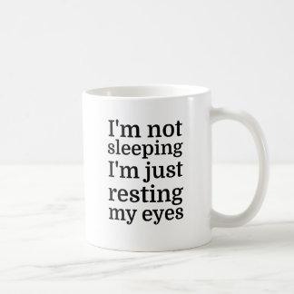 Je ne dors pas, je repose juste mes yeux mug