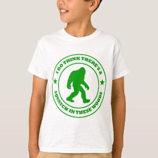 JE PENSE qu'IL Y A DES SQUATCH EN vert CES EN BOIS T-shirt