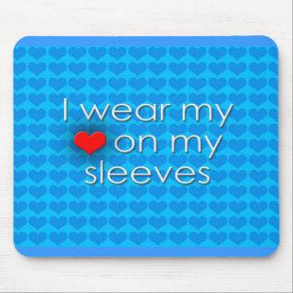 Je porte mon coeur sur mes douilles bleues tapis de souris