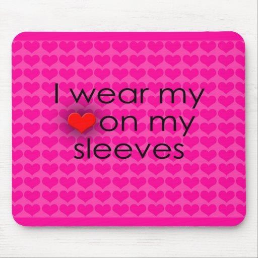 Je porte mon coeur sur mon rose de douilles tapis de souris