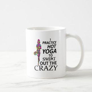 Je pratique le yoga chaud pour suer le fou mug
