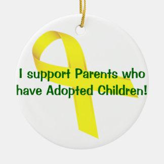 Je soutiens les parents qui ont adopté des enfants ornement rond en céramique