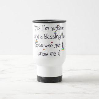 Je suis autiste et une bénédiction aussi ! mug de voyage
