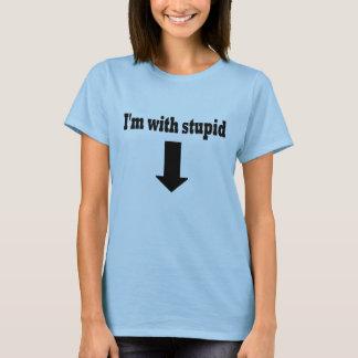 Je suis avec le T-shirt stupide