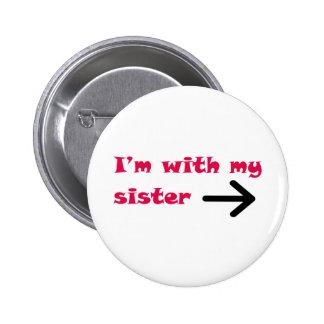 Je suis avec ma droite de flèche de soeur badge rond 5 cm