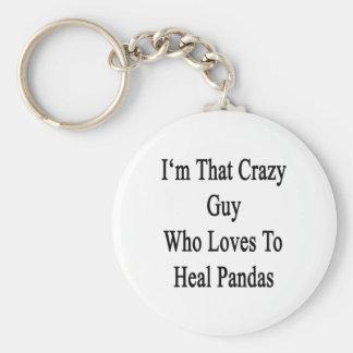 Je suis ce type fou qui aime guérir des pandas porte-clé rond