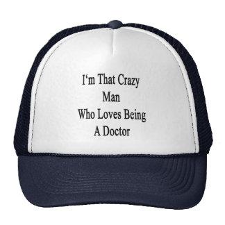 Je suis cet homme fol qui aime être un docteur casquettes