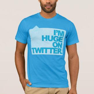 Je suis énorme sur le T-shirt de gazouillement