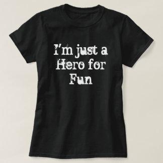 """""""Je suis juste un héros T-shirt pour amusement"""""""
