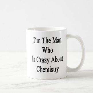 Je suis l'homme qui est fou au sujet de la chimie tasses