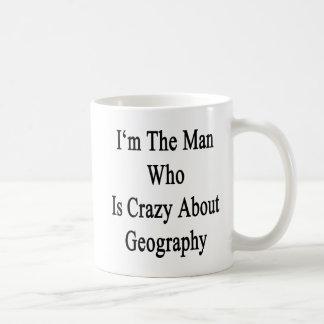 Je suis l'homme qui est fou au sujet de la géograp tasse