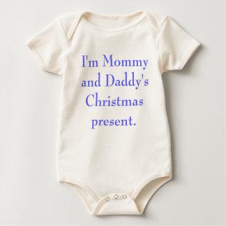 Je suis présent de Noël de maman et de papa Barboteuse