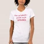 Je suis une femelle-juste pas VÔTRE T-shirts