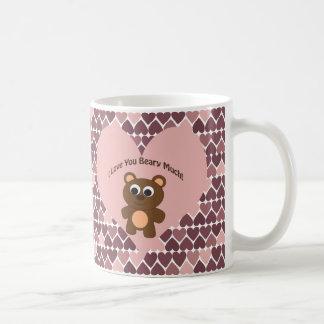 Je t'aime Beary beaucoup ! Arrière - plan de coeur Mug