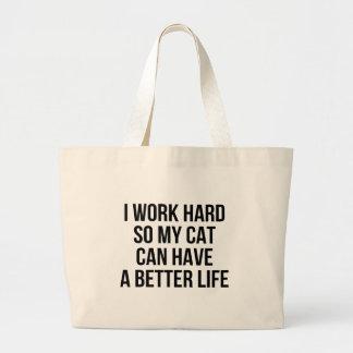 Je travaille dur ainsi mon chat peut avoir une grand sac