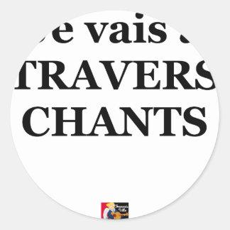 Je vais à TRAVERS CHANTS - Jeux de Mots Sticker Rond