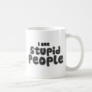 Je vois les personnes stupides mug