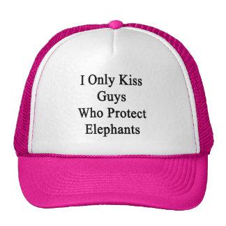 J'embrasse seulement les types qui protègent des casquette de camionneur