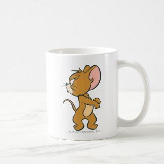 Jerry regardant de retour contrarié tasse
