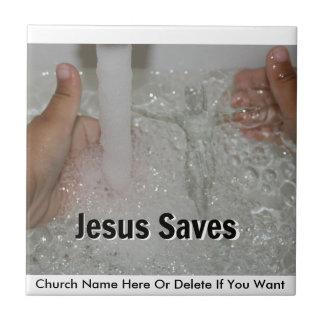 Jésus dans l'eau avec deux pouces lèvent la petit carreau carré