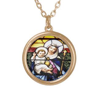 Jésus et reine de collier en verre souillé de ciel