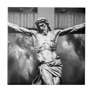 Jésus sur une croix petit carreau carré