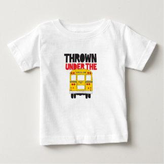 Jeté sous l'autobus t-shirt pour bébé