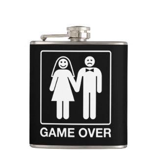 Jeu au-dessus de flacon de mariage
