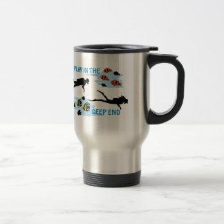 Jeu dans l'extrémité profonde mug de voyage